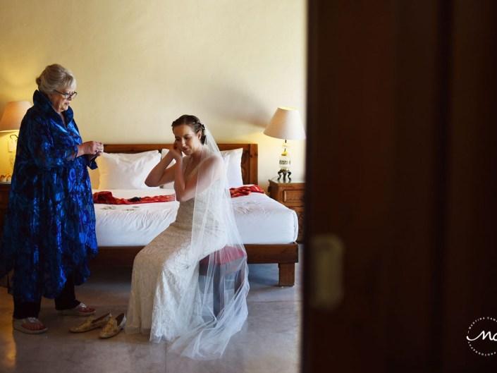 Destination bride getting ready with her mother at Hacienda del Mar, Riviera Maya, Mexico. Martina Campolo Photography