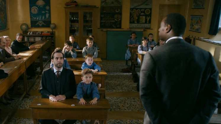 "Image from the movie ""El doctor de la felicidad"""