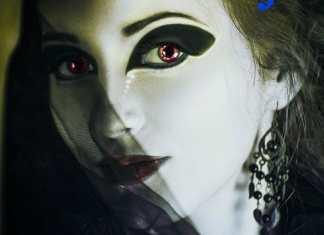 A Través del Espejo y lo que Alicia Encontró Allí, de Lewis Carroll