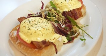 OCoffee_Club_Eggs_benedict