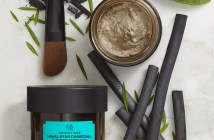 Himalayan_Charcoal_Purifying_Glow_Mask_Lifestyle