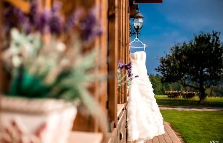 Svatba na statku Blaník | svatební šaty