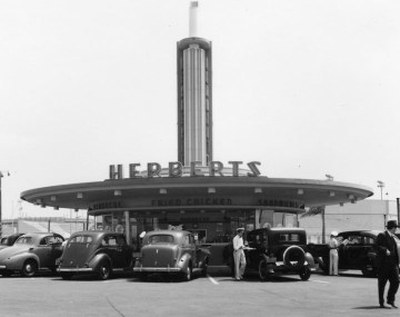 Herbert's drive-in restaurant in the 1940s on the southeast corner of Beverly and Fairfax, currently occupied by the CBS Television City studios.