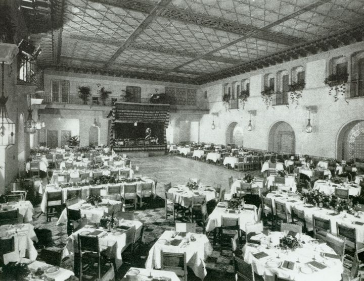 The first Academy Awards ceremony at the Hollywood Roosevelt Hotel, 1929 |