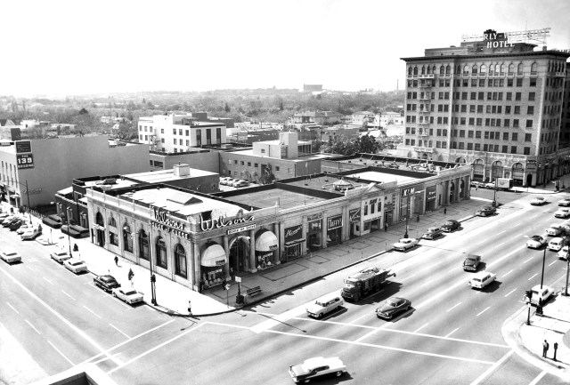 Corner of Wilshire Blvd and Beverly Drive, Beverly Hills, with Beverly Wilshire Hotel, 1957