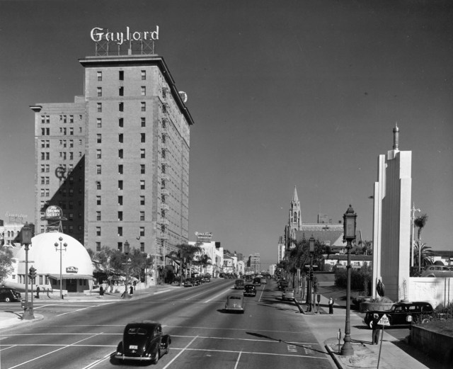 Wilshire Boulevard in 1936 includes the Brown Derby, the entrance to the Ambassador Hotel, the Gaylord Apartments, in distance, Bullock's Wilshire