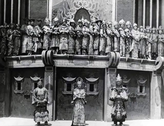 Ushers at Grauman's Chinese Theater