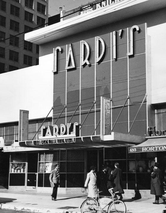 Exterior view of Sardi's Restaurant at 6313 Hollywood Blvd.