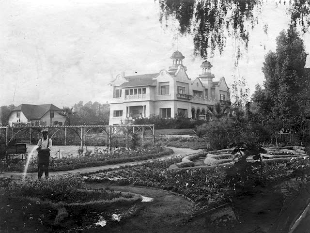 Hollywood residence and gardens of French artist Paul de Longpré, Cahuenga Blvd. at Hollywood Blvd, 1907