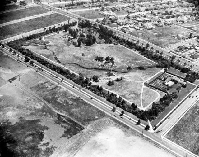 La Brea Tar Pits in 1924. 5801 Wilshire Boulevard between Ogden and Curson Streets