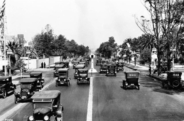 "An ""American Bobby"" traffic control device at Figueroa St and Adams Blvd, Los Angeles, looking north, circa 1924"