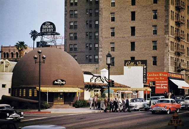 Original Brown Derby restaurant, Wilshire Blvd, circa 1953