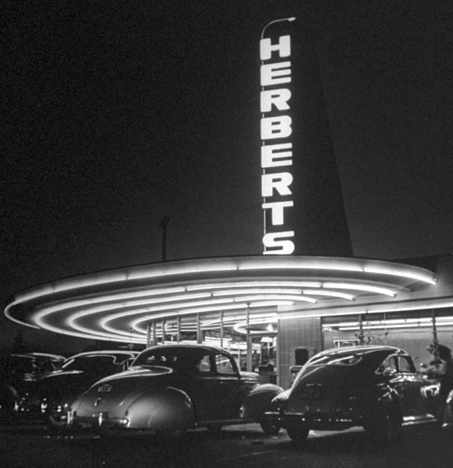 Herbert's Drive-In, corner of Beverly Blvd & Fairfax Ave, Los Angeles, circa mid-1940s