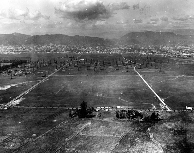 Aerial view looking north of Wilshire Blvd, at La Brea Ave, 1922