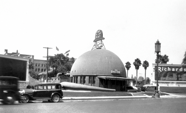 The original Brown Derby at 3427 Wilshire Boulevard