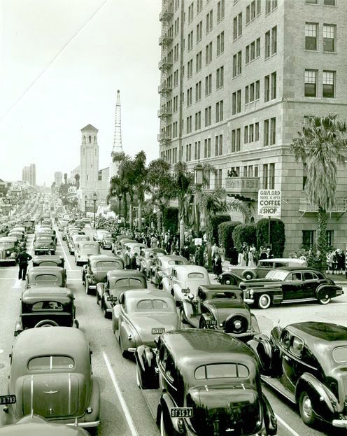 Traffic snarl along Wilshire Blvd at Kenmore Ave. Gaylord Coffee Shop on corner, 1941