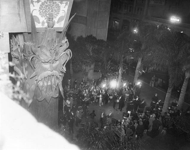 Grauman's Chinese Theatre opening night, May 18, 1927