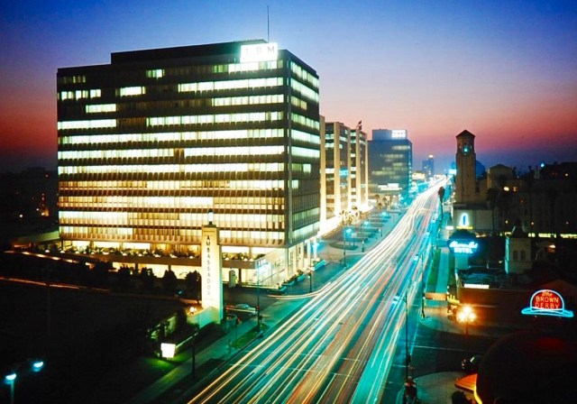 Wilshire Boulevard at dusk, Los Angeles, 1959