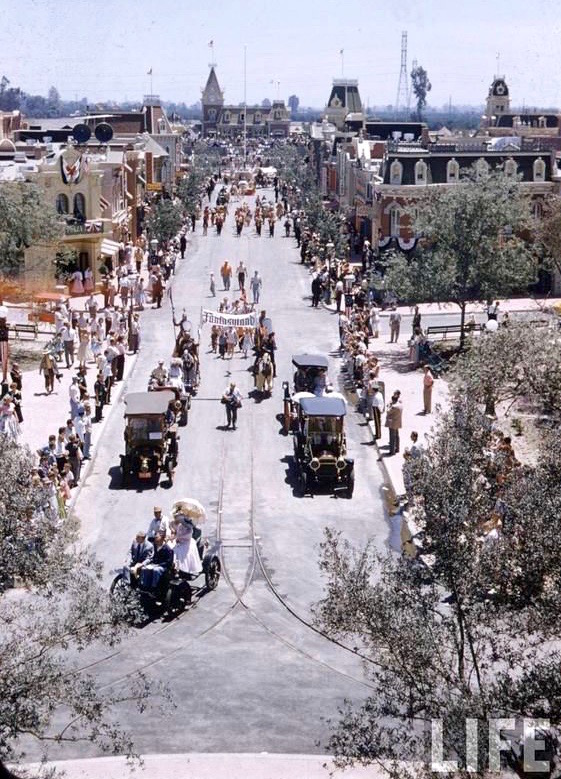 Parade along Main Street on the opening day of Disneyland, 1955.jpg