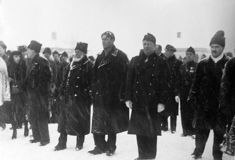 Capitanul CZC, generalul Cantacuzino şi reprezentantul Spaniei naţionaliste la inmormantarea lui Mota si Marin