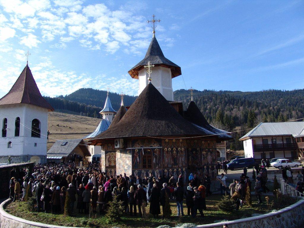 60-parintele-gheorghe-calciu-marturisitorii-ro-inmormantarea-de-la-petru-voda