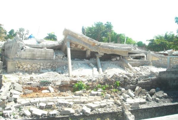 Collapsed building in Port-au-Prince Haiti 1