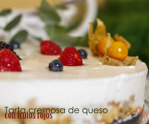 Tarta cremosa de queso con frutos rojos