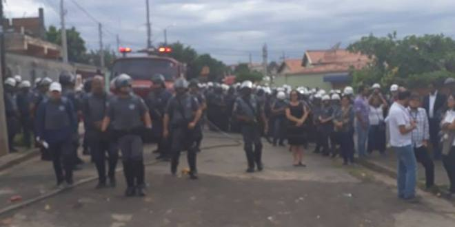 Famílias são expulsas da Ocupação Nelson Mandela, em Campinas
