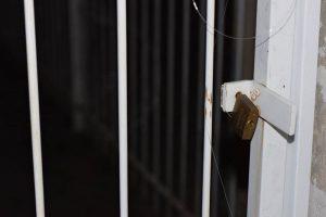 Governo mandou colocar cadeados para impedir audiência na Escola I Foto: Fernando Robleño