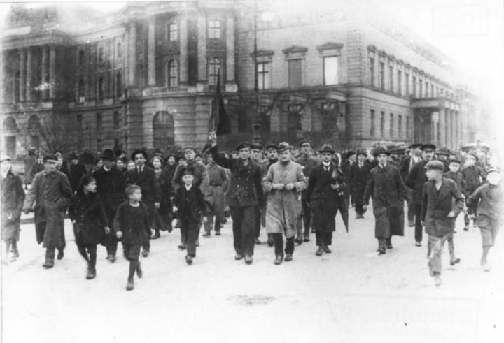 Bundesarchiv Bild 183 18594 0045 Berlin Novemberrevolution Image public domain