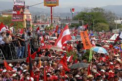 Mass demonstration on 28 May welcoming Zelaya back to Honduras. Photo: Felipe Canova