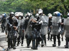 Police forces repressing a demonstration on October 7. Photo by G. Trucchi.