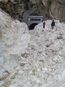 snow blocked KKH due to landslide