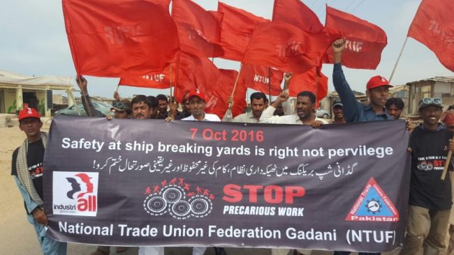 gaddani-ship-breaking-yard-workers-protest