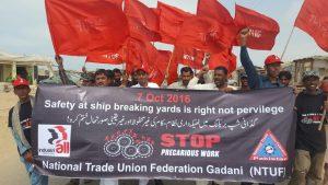 سیفٹی اقدامات کے حصول کے لئے شپ بریکنگ کے محنت کشوں کی جانب سے کچھ عرصہ قبل ہونے والا احتجاجی مظاہرہ