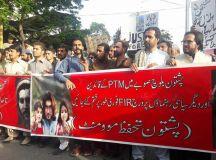 کراچی: پشتون تحفظ تحریک کے کارکنوں کی گرفتاری کے خلاف احتجاجی مظاہرہ