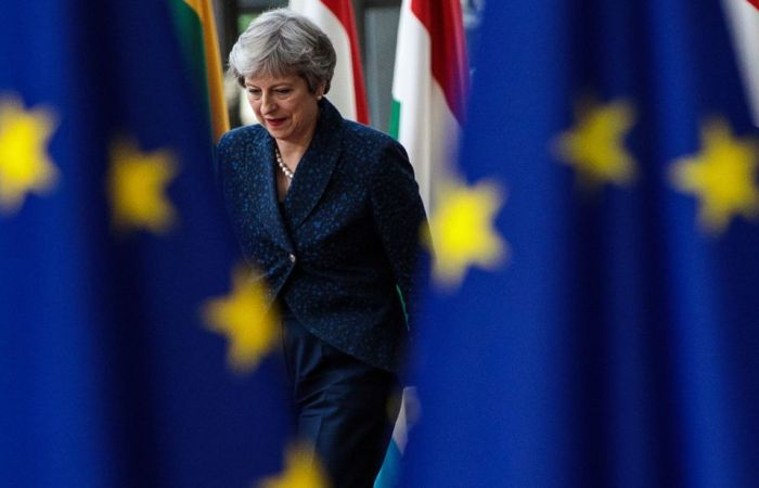 برطانیہ: بریگزٹ کے حامیوں کے استعفے اور لڑکھڑاتی حکومت!