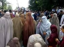 دیر لوئر: تالاش میں لوڈشیڈنگ کیخلاف خواتین کا احتجاج اور پولیس کی فائرنگ