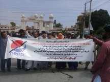 فیصل آباد: جبری برطرفیوں اور واجبات کی عدم ادائیگی کے خلاف پیپسی کولا کے محنت کشوں کا احتجاجی مظاہرہ