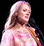Jewel-Kilcher---Performing-in-Lancaster--09