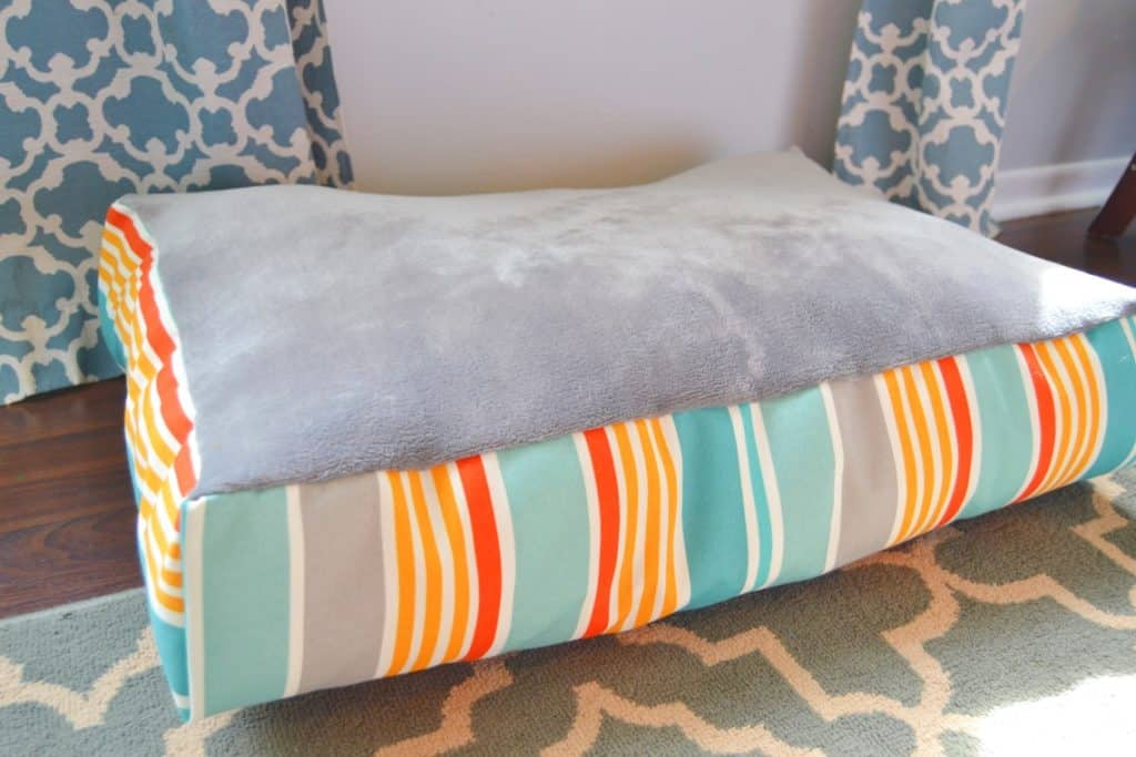 Sewing tutorial: Fleece top dog bed