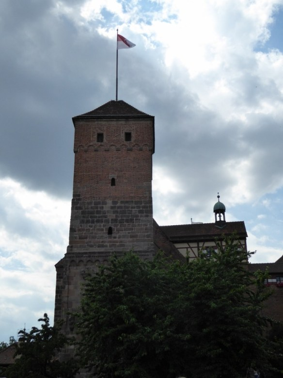 Square tower with flag of Franconia on one side and flag of Bavaria on the other