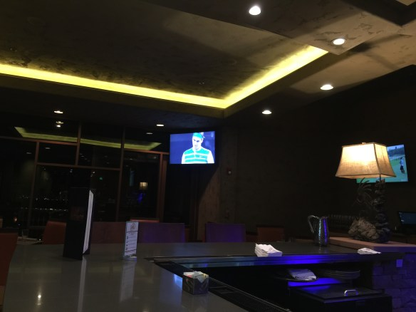 The not-too-populated bar at Entrada. Federer on TV.