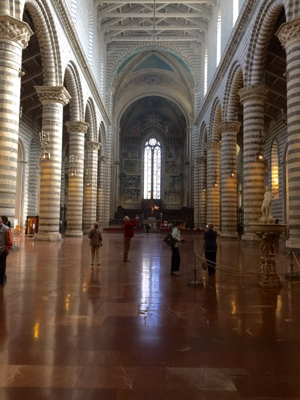 Enormous interior space of Orvieto Cathedral
