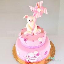 La nascita di una nuova vita è sempre un lieto evento, questo coniglietto è un omaggio per una dolce bimba.