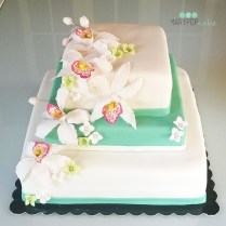 Torta con orchidee di zucchero per una promessa di matrimonio