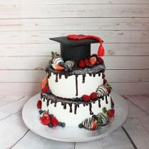 Drip cake laurea con frutti rossi