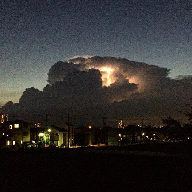 西の雲は、激しい雷雲の様だ。