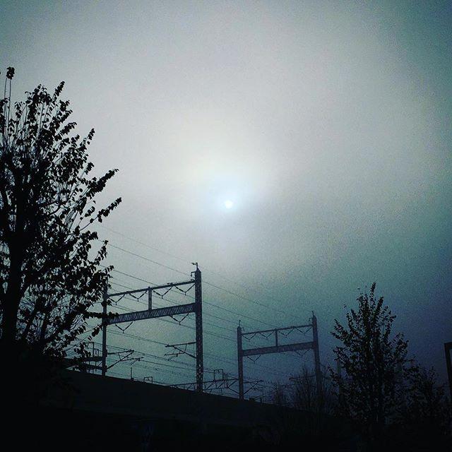霧越しの太陽
