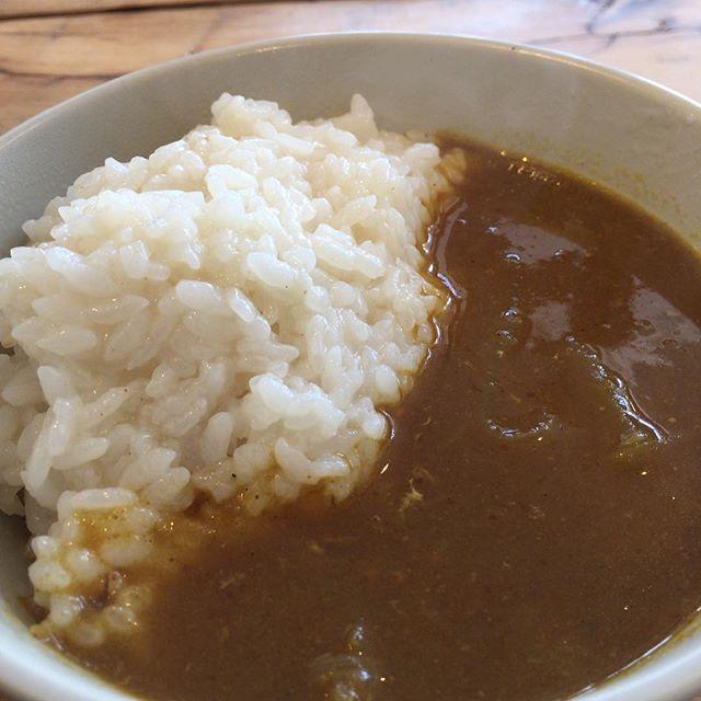 今日のまかないは、カレーのために煮込んだ手羽元のスープで炊いて見たごはんと、カレー#masasfactory